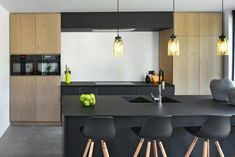 Moderne keukens van GOPA keukens - interieur My Kitchen Rules, Kitchen On A Budget, Small Space Kitchen, Ikea Kitchen, Modern Kitchen Design, Interior Design Kitchen, Sustainable Building Design, Inside Home, Apartment Kitchen
