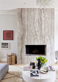 Le retour du marbre au coin du feu #cheminée #deco #marbre