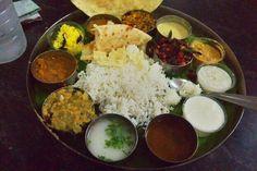 2013/3/20元気です!いま、コヴァーラムビーチというところにおります。写真は、南インドの定食、ミールス!すごいでしょう。で、ここでクイズです。→