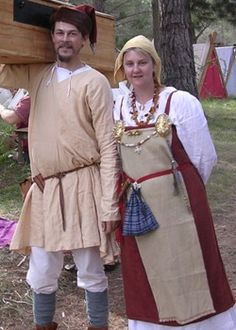 Viking SCA dress pattern    http://members.ozemail.com.au/~chrisandpeter/hangerock/hangerock.htm