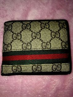 c70d9ffaf87 Bought it on the gucci website back in it is real has the seriel number  inside wallet. Gucci Mens ...