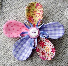 This is a pretty fabric flower brooch or corsage, in great colours for the Summer. The flower is constructed of five individual petals in coordinating cotton fabrics. Felt Flowers, Diy Flowers, Fabric Flowers, Paper Flowers, Brooch Corsage, Flower Corsage, Fabric Crafts, Sewing Crafts, Sewing Projects