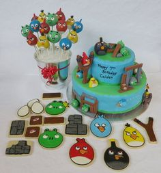 Angry Birds  Cake by ShanisSweetCreations