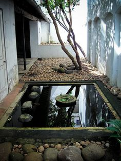 Ena de Silva's House by WOONDER°, via Flickr. One of several courtyards designed by Bawa.