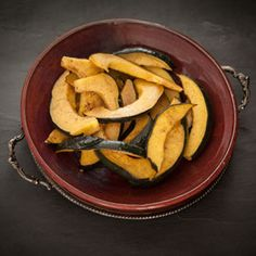 Acorn Squash with Maple Orange Glaze, a recipe from ATCO Blue Flame Kitchen's Holiday Collection 2014 cookbook. Baked Squash, Roasted Squash, Canadian Thanksgiving, Acorn Squash, Vegetarian Paleo, Vegetable Dishes, Glaze, Side Dishes