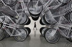 Artista chinês cria labirinto com bicicletas