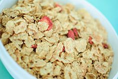How to Make Your Own Homemade Cereal. There are endless varieties of homemade cereal you can make. Two of the easiest types to prepare are granola and muesli. Real Food Recipes, Yummy Food, Healthy Recipes, Eat Healthy, Plenty Cookbook, Kids Cookbook, Cookbook Ideas, Make Your Own Cookbook, Homemade Cereal