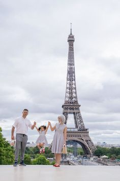 Fun family pictures at the Eiffel Tower in Paris. Paris family photographer | family in paris | paris family photography | Paris photographer | paris family | paris photography | paris family photography eiffel tower | paris family photography ideas. #familyinparis #parisfamilypictures #parisfamilyphotos #parsianphotographer #bestparsianphotographer #parisphotographer #bestparisphotographer #photosessioninparis #photosessioninparis #parisphotosession #parisphotoshoot Eiffel Tower Location, Paris Eiffel Tower, Paris Photography, Photography Ideas, Mother Daughter Pictures, Paris Paris, Family Photo Sessions, Paris Photos, Most Beautiful Cities