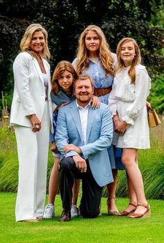 Dutch Royalty, Three Daughters, Queen Maxima, Royal House, Prince And Princess, Down Hairstyles, Nassau, Family Portraits, Netherlands