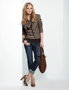Casual-attire, fall-wear, The Limited. Passion For Fashion, Love Fashion, Vintage Fashion, Vintage Style, High Fashion, Fashion Shoes, Fashion Ideas, Rolled Up Jeans, Dark Jeans