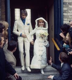 Lulu and Maurice Gibb, 1969 41 Insanely Cool Vintage Celebrity Wedding Photos Celebrity Wedding Photos, Vintage Wedding Photos, Vintage Bridal, Wedding Pics, Celebrity Weddings, Wedding Bride, Wedding Gowns, Vintage Weddings, Wedding Outfits