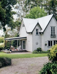 Black and white and gravel White Gravel, Rustic Cottage, Architecture Design, Houses, Exterior, Cabin, Windows, Doors, Black And White