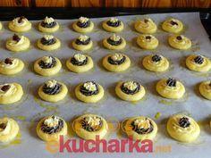 Holašovické koláčky Czech Recipes, Mini Cupcakes, Cheesecake, Muffin, Baking, Breakfast, Desserts, Basket, Morning Coffee