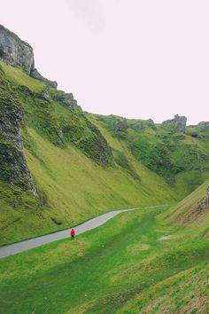 Finding Winnats Pass And An Underground Lake In The Peak District England Peak District England, Arlington Row, Places In England, Visit England, Jurassic Coast, Excursion, Explorer, Lake District, Where To Go