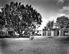 Casa Habitación 1955 Av. del Parque. Cuernavaca, Morelos. México Arq. Ramón Torres, Héctor Velázquez, Arq. Victor de la Lama