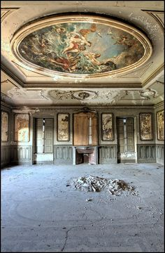 An abandoned home in Italy.  The art work on that ceiling is just insanely beautiful. This home was obviously loved at one time.  How on earth did it wind up like this?