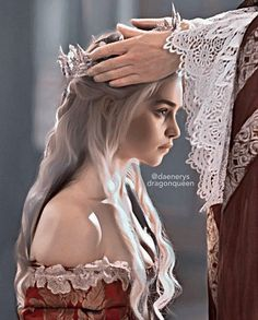 Not my Own, Click the Link! Queen Daenerys Coronation We Deserved! Game of Thrones Alyssa ( Daenerys Targaryen Art, Deanerys Targaryen, Khaleesi, Jon Snow And Daenerys, Game Of Throne Daenerys, Thranduil, Emilia Clarke, Targaryen Wallpaper, Fanart