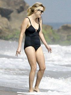 A healthy, normal body Reese Witherspoon Candid Photography, Documentary Photography, Reese Witherspoon Bikini, Reese Witherspoon Weight, Reese Whiterspoon, Celebrity Bodies, Celebrity Style, Normal Body, Sexy Women