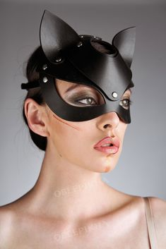 leather cat mask diy & mask leather diy ` leather face mask diy ` leather mask diy how to make ` leather motorcycle mask diy ` leather mask diy tutorials ` diy leather mask pattern ` leather mask diy ideas ` leather cat mask diy Catwoman Cosplay, Cosplay Gatúbela, Maske Halloween, Halloween Rave, Halloween Makeup, Cat Masquerade Mask, Masquerade Costumes, Fairy Costumes, Halloween Stuff