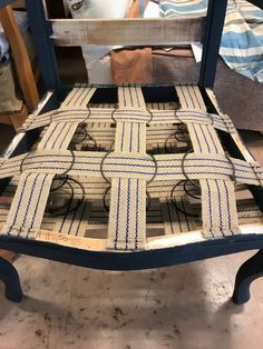 Novel springing method, might have to try this! Refurbished Furniture, Upcycled Furniture, Furniture Projects, Furniture Makeover, Painted Furniture, Diy Furniture, Furniture Design, Reupholster Furniture, Upholstered Furniture