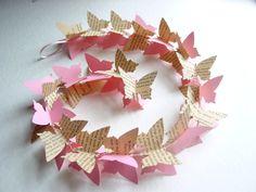 Vlinder slinger, om te kopen via Etsy of ter inspiratie om zelf te maken met een vlinder gatenpons.