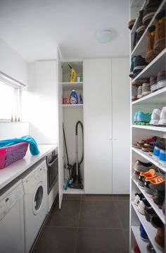 Utility Room Designs, Drying Room, Laundry Design, Modern Style Homes, Room Closet, Apartment Interior Design, House Layouts, Home Organization, Home Projects
