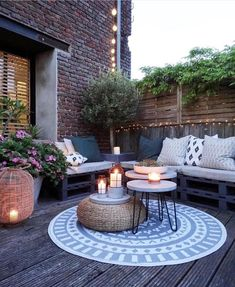 Coffee table in favor of the interior - balcony design, You are in the right place about patio pequeos Here. Apartment Backyard Concrete Covered Design Farmhouse Floor Furniture Garden Lights On A Budget Pavers Plants Small Stone With Fire Pit Diy Patio, Backyard Patio, Backyard Landscaping, Backyard Ideas, Terrace Ideas, Backyard Seating, Landscaping Ideas, Garden Seating, Cosy Garden Ideas