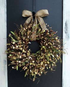 rustic wreath like ribbon idea