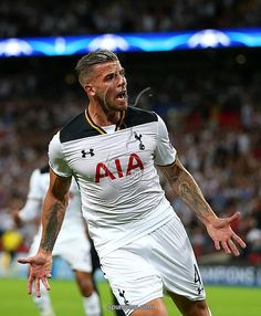 LONDON, ENGLAND - SEPTEMBER 14: Toby Alderweireld of Tottenham Hotspur celebrates scoring his sides first goal during the UEFA Champions League match between Tottenham Hotspur FC and AS Monaco FC at Wembley Stadium on September 14, 2016 in London, England
