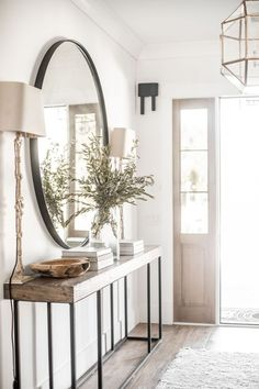 Hallway Decor: 8 People Who Know How To Make An Entrance Hallway Decor: 8 Peopl… - Eingang Design Jobs, Deco Design, Design Ideas, Design Design, Attic Design, Hall Design, Graphic Design, Design Model, Flur Design