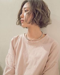 My kind of messy hair Girl Short Hair, Short Hair Cuts, Short Hairstyles For Women, Messy Hairstyles, Queer Hair, Bob Haircut Curly, Bob Hair Color, Chin Length Hair, How To Make Hair