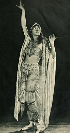 Julanne Johnston in 'Thief of Bagdad', 1924.