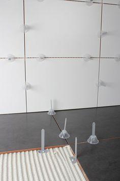 Sistema nivelador tile level, con el que sera imposible la mala nivelación de suelos o alicatados. Más información http://www.materialespujante.com/es/156-tile-level-sistema-rapido-de-nivelacion