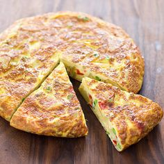 Spanish Tortilla with Roasted Red Peppers and Peas. Tried a couple times and cannot keep it in tortilla shape - comes out scrambled. Delicious but a lot of work. Roasted Red Pepper Soup, Roasted Red Peppers, Tortillas, Pea Recipes, Cooking Recipes, Stuffed Pepper Soup, Stuffed Peppers, Best Chicken Ever, Chorizo