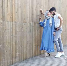 Pinterest @adarkurdish Cute Muslim Couples, Cute Couples, Best Couple Pictures, Hijab Fashionista, Beautiful Muslim Women, Pre Wedding Photoshoot, Beautiful Couple, Couple Shoot, Wedding Couples