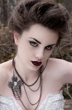 I could handle this as my everyday look: pale skin, lined eyes, and burgundy wine lips. Too bad I don't wear makeup often enough lol
