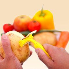 Obst- und Gemüseschäler im Rasierer Design  Mens Peeler  - Thumbs Up