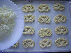 Dorothy Sweet: Covrigei cu cascaval Pie, Sweet, Desserts, Food, Torte, Candy, Tailgate Desserts, Cake, Deserts