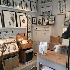 Så er Tegneværkstedet klar til Halloween i @tivolicph. 🎃👻😄 _____________ . The drawing studio is ready for Halloween in Tivoli in Copenhagen. . #copenhagen #tivolicph #halloween #drawingstudio #draw_doodles_study #drawings #wildlifeart #artprint #rammer