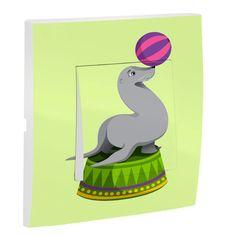Chez Decoloopio, l'otarie fait son show ! Cet interrupteur décoré aux couleurs vives animera la chambre de votre enfant. Que ce dernier soit fans d'animaux ou d'acrobaties, cette jolie otarie lui en fera voir de toutes les couleurs ! Facile à installer, cet interrupteur est idéalpour parfaire sadeco cirque.  Dimensions de l'interrupteur : 8 x 8 cm