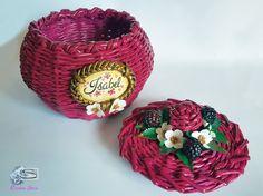 Cristina Sosio - Creativa. Cestino di carta con more. Realizzato con tubicini di carta. Crafts To Do, Basket, More, Newspaper, Flowers, Braids, Paper Crafting, Paper Envelopes, Candy