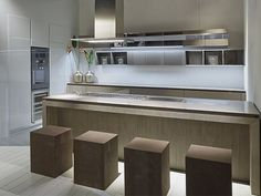 Küche mit Kücheninsel FLY by RIFRA