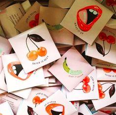 """Kondome sind sehr effektiv, wenn es darum geht, sexuell übertragbare Krankheiten und HIV zu vermeiden, somit sind sie unglaublich wichtig bei dieser Anal-Sache.Levkoff meint zu BuzzFeed Health: """"Ein Kondom zu tragen, verringert die Ausbreitung von Bakterien an andere Oberflächen, verringert das Risiko sexuell übertragbare Krankheiten zu verteilen oder zu erhalten. Bei Männern verringert es das Risiko an Prostata-Problemen, die durch Bakterien entstehen, die in die Harnröhre gelangen können…"""