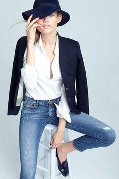 Classic skinny jeans + blazer + a fab hat