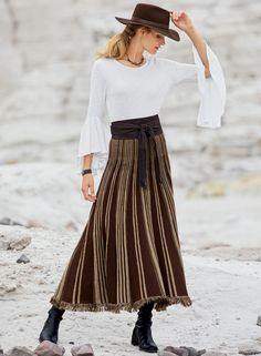 Long Skirt Outfits, Maxi Outfits, Classy Outfits, Chic Outfits, Maxi Skirt Winter, Mature Fashion, Stripes Fashion, Baby Alpaca, Chiffon Skirt