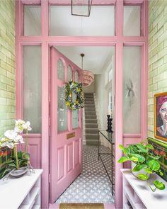 52 Trendy home projects decor front doors Ideas Decoracion Salon, Casa Retro, Boho Home, Decoration Inspiration, Decor Ideas, Diy Ideas, Classic Home Decor, Pink Houses, Trendy Home