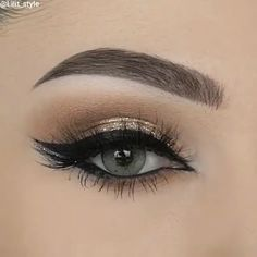 Eye Makeup Tutorial and Tips Winged Eye Makeup Tutorial and Tips on how to get the perfect look.Winged Eye Makeup Tutorial and Tips on how to get the perfect look. Red Lips Makeup Look, Gold Makeup, Makeup For Brown Eyes, Makeup Looks, Lip Makeup, Eyelashes Makeup, Eyeliner Make-up, Eyeshadow, Blue Smokey Eye