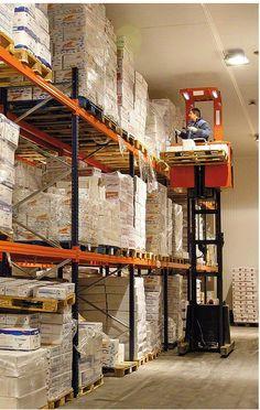 Rack selectivo Excelente control del stock. Adaptable a cualquier espacio, peso o tamaño. Combinable con estanterías para picking manual. Versátil y de fácil mantenimiento, dispone de una amplia gama de accesorios para almacenar prácticamente cualquier tipo de carga.