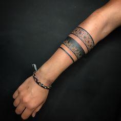 Tatogeometria - tattoos tatoo tattoos maori tattoos deviantart tattoos for men Maori Tattoos, Hand Tattoos, Maori Tattoo Frau, Hawaiianisches Tattoo, Irezumi Tattoos, Marquesan Tattoos, Body Art Tattoos, Tribal Tattoos, Arm Cuff Tattoo
