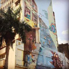 Em #cali tudo é #arte  #colombia #graffiti #southamerica #americadosul #discoversouthamerica #trip #travel #travelgram #travelling #traveldudes #travelstoke #viaje #viagem #viajar #blogdeviagem #blogueirorbbv #mochilao #mochileiros #art by uziporai